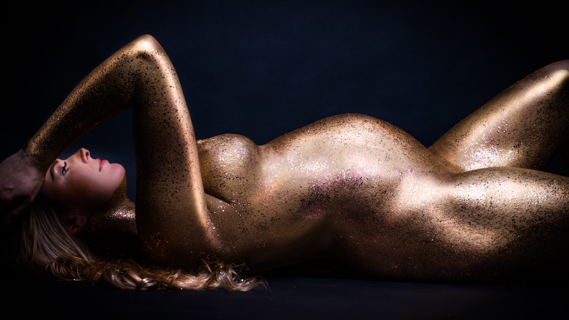 Gouden zwangerschap, Shine, goud gebodypaint, goud met glitters, zwangerschapsshoot, zwanger, zwangerschap, pregnant, fotografie, zwangerschapsfotografie, pregnancyshoot, maternityshoot, photoshoot, pregnancy, photographer, maternity, love, pregnantbelly, Paint, bodypainting, Sexy swangerschapshoot, boudoir zwangerschap